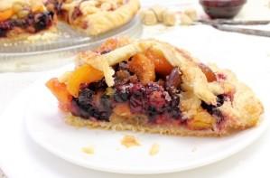 Пирог из слоеного теста с ягодами - фото шаг 4