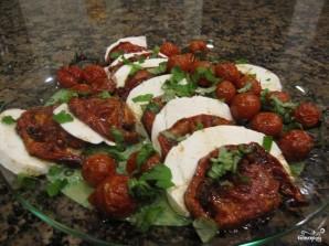 Салат из моцареллы и запечённых помидоров - фото шаг 5