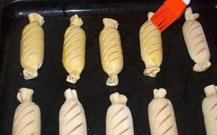 Сосиски в слоёном тесте - фото шаг 7