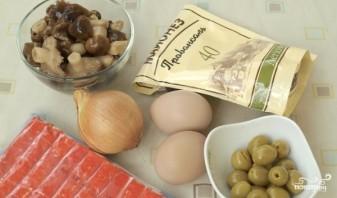 Салат новогодний из крабовых палочек - фото шаг 1