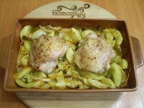 Куриные бедра с картошкой в духовке - фото шаг 5