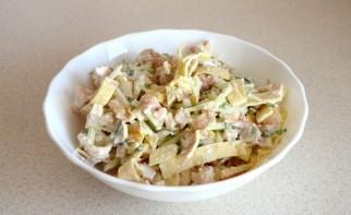 Салат с яичными блинчиками - фото шаг 8