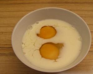 Омлет с манкой и молоком - фото шаг 1