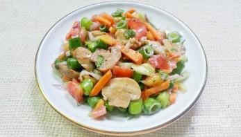 Салат из курицы с шампиньонами - фото шаг 8