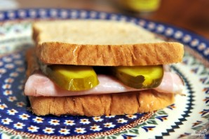 Бутерброд с солеными огурцами - фото шаг 4