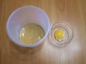 Кляр из яйца и муки - фото шаг 2