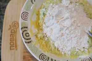 Кабачковые оладьи с творогом и сыром  - фото шаг 6