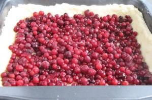 Брусничный пирог со сметаной - фото шаг 3
