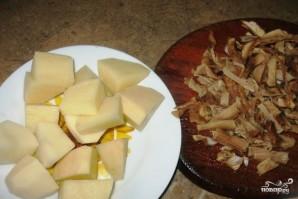 Щи из квашеной капусты с грибами  - фото шаг 2
