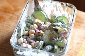 Салат с огурцом и нутом - фото шаг 2