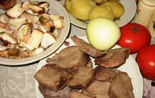 Свинина, запеченная с грибами помидорами и сыром - фото шаг 1