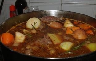 Говядина и овощи в казане - фото шаг 5