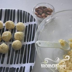 Кокосовые конфеты с миндалем и шоколадом - фото шаг 5