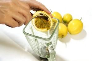 Натуральный сок из маракуйи - фото шаг 2