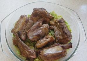 Свиные ребрышки с капустой - фото шаг 4