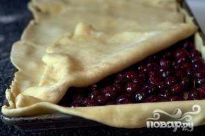 Слоеный вишневый пирог с глазурью - фото шаг 2