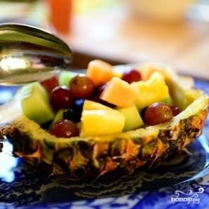 Ананасовые лодочки с фруктами - фото шаг 9