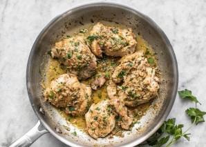 Куриные бедрышки на сковороде - фото шаг 6