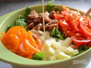 Зимний салат с колбасой - фото шаг 7