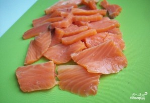 Лаваш с красной рыбой и сыром - фото шаг 1