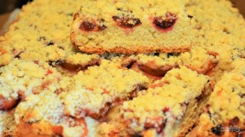 Простой пирог со сливами - фото шаг 9