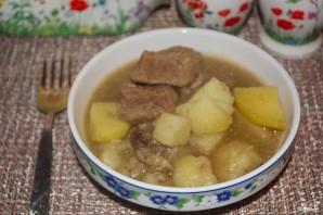 Картошка, тушенная с мясом и грибами - фото шаг 8