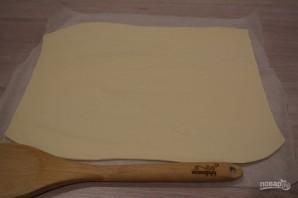 Пирог с черникой из слоеного дрожжевого теста - фото шаг 2