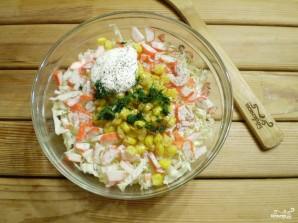 Салат с крабовыми палочками и кукурузой - фото шаг 4