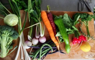 Тушеные овощи с лимоном, зеленью и сливочным маслом - фото шаг 1