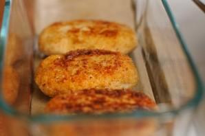 Куриные котлеты с плавленым сыром   - фото шаг 13