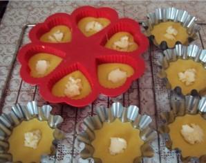 Бисквитные кексики в формочках - фото шаг 3