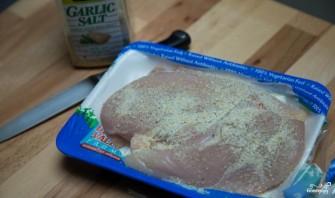 Куриный суп с галушками - фото шаг 1