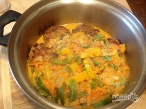 Тефтели с рисом и овощным соусом - фото шаг 11