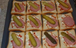 Бутерброды горячие с колбасой и сыром - фото шаг 4