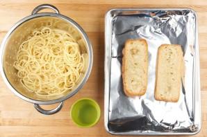 Спагетти с фрикадельками по-итальянски - фото шаг 4