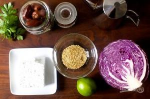 Салат с красной капустой, финиками и фетой - фото шаг 1