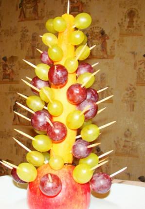 Елочка из фруктов - фото шаг 5