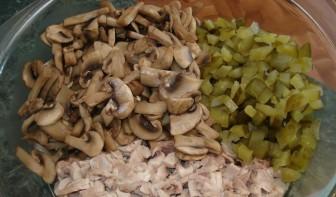 Салат куриный с грибами - фото шаг 3