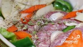 Купаты с овощами в духовке - фото шаг 2