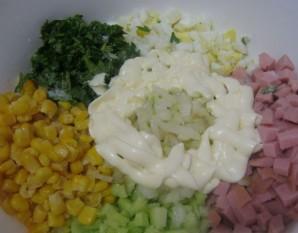 Салат с колбасой вареной - фото шаг 5