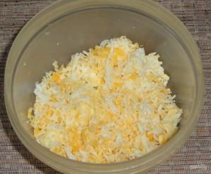 Рулетики из крабовых палочек с яйцом и сыром - фото шаг 1