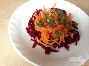 Салат из вареной свеклы и моркови - фото шаг 8