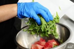 Салат из арбуза с помидорами - фото шаг 4