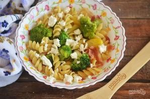 Салат из макарон с брокколи, фетой и беконом - фото шаг 8