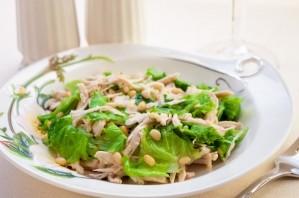 Салат с курицей и кедровыми орешками - фото шаг 5