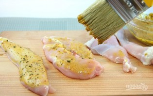 Куриное филе в панировке с беконом - фото шаг 2