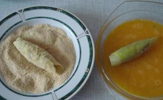 Сосиски в капустных листьях - фото шаг 3