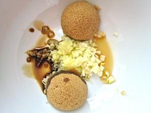 Лосось в духовке с соевым соусом и имбирем - фото шаг 2