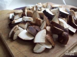 Тушеная картошка с грибами и сметаной - фото шаг 1