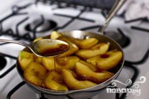 Перевернутый яблочный пирог с карамелью - фото шаг 3
